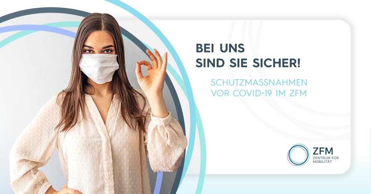 """Schutzmaßnahmen vor Covid-19 im ZFM - Frau mit Maske zeigt mit der linken Hand das OK Zeichen - daneben die Aufschrift """"Bei uns sind Sie sicher!"""""""