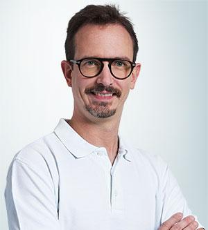 Portrait von Benedikt Wolf Medizinischer Masseur & Heilmasseur im ZFM Wien